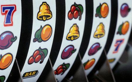 Игровые автоматы онлайн имеют целый ряд преимуществ перед реальными, они предлагают круглосуточную игру, приятные бонусы, безопасность и возможность бесплатной игры.